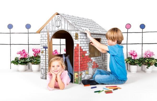 Kartonnen speelhuis boerderij om zelf in te kleuren