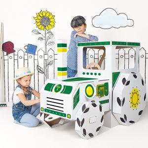 Kartonnen tractor met kinderen