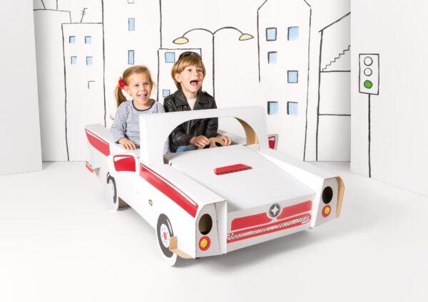 Speelgoed cabrio van karton om in te kleuren