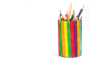 Pennenbakje gemaakt van ijslollystokjes
