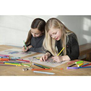 kinderen kleuren herkleurbare placemat op tafel