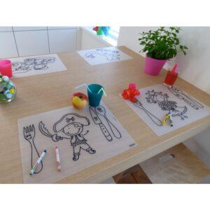 Herkleurbare placemats op tafel