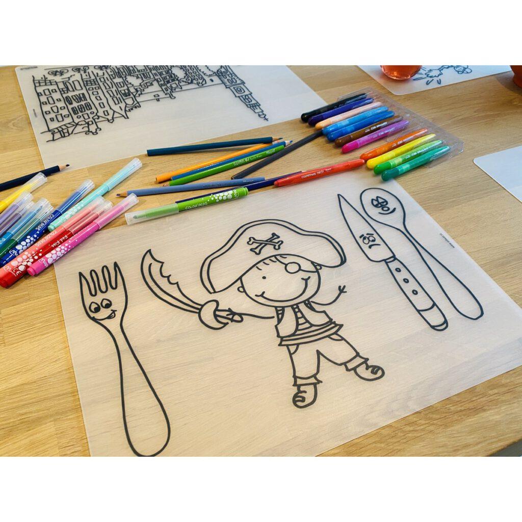 Voorbeeld herkleurbare placemat piraat op tafel