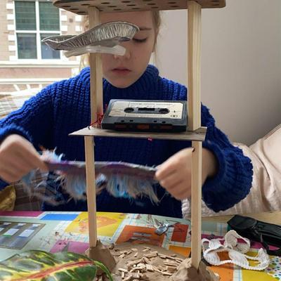 kind knutselt met duurzaam knutselpakket boomhut