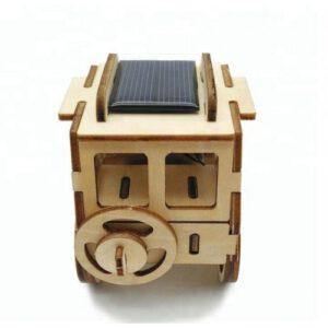 houten Jeep op zonne-energie achterkant