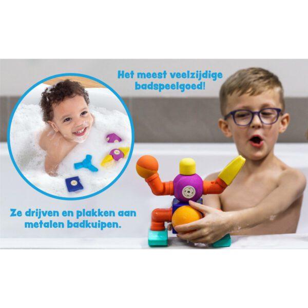 kind bouwt in bad met Blockaroo badspeelgoed