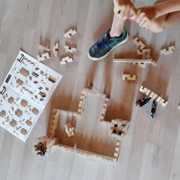 kind speelt met cloze basisset